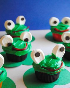 Frog cupcakes make the perfect treat for kids who love their amphibians.