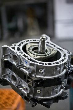 Pinned by http://FlanaganMotors.com. Rotary Engine (dr. Felix Wankel)