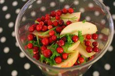 Villiä foodia! Omppu, puolukka, salaatti, persilja - smoothie <3