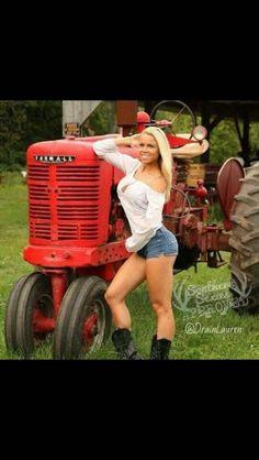 Sexy Girl On Tractor John Deere Combine Farmall Tractors, Old Tractors, John Deere Tractors, Case Tractors, Hot Country Girls, Country Women, Antique Tractors, Vintage Tractors, Estilo Cowgirl