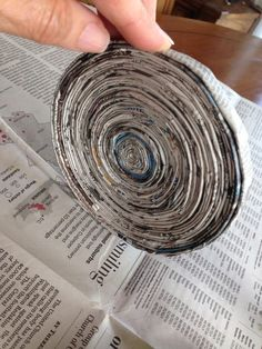 Purple Hues and Me: Recycled Newspaper Bowl With Lid DIY recycledpapercrafts Recycled Magazine Crafts, Recycled Paper Crafts, Recycled Magazines, Paper Crafts For Kids, Cardboard Crafts, Recycle Newspaper, Newspaper Crafts, Old Newspaper, Rolled Paper Art