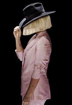 Sia from an SNL promo photoshoot Melanie Martinez, Sia Singer, Sia The Greatest, Sia Kate Isobelle Furler, Sia Music, Sia And Maddie, Hip Hop, Women In Music, Tumblr Outfits