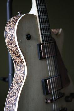les paul electric guitar wood burn.  Custom guitar wood burning.  guitar pyrography.