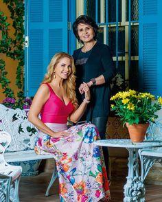 regram @tocontigo Na #revistacontigo #janasbancas matéria linda com a estrela @luceromexico que está na novela #carinhadeanjo do SBT! Na foto ela recebe o carinho de sua mãe Luz María León no cenário em que atua. Quem AMA #Lucero dá 2 cliques!