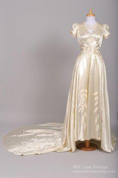 Vintage Wedding Dress from Mill Crest Vintage. This looks a lot like my grandma's wedding dress from the Pretty satin with a nice train. Vintage Outfits, Vintage Gowns, Vintage Bridal, Vintage Fashion, 1940's Fashion, Vintage Clothing, Fashion Outfits, Chic Vintage Brides, Vintage Mode