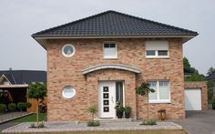 Stadtvilla klinker schwarz  Die Stadtvilla mit überdachtem Eingang | Haus | Pinterest ...