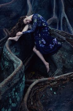 Top model Ali Michael (IMG models) as a Forest Princess by wearing 10 enchanting floral evening gowns for Financial Times. This so beautiful images were taken… Floral Evening Gown, Floral Gown, Evening Gowns, Ali Michael, Fantasy Photography, Fine Art Photography, Fashion Photography, Halloween Photography, Editorial Photography