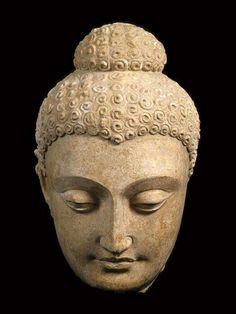 - Cabeza de Buda . Afganistan . 300 - 500 d.C. Galeria Barakat , Londres
