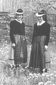 Schwarzwälder Trachten  Elztaler Mädchentracht  Charakteristisch für das Elztal ist der breitkrempige Strohhut, um den ein Band geschlungen ... #Elztal