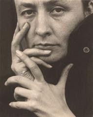 ICONOGRAFIAS: Alfred Stieglitz - Georgia O' Keeffe mãos