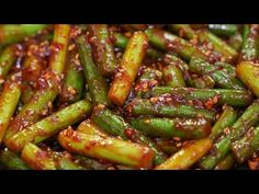 마늘쫑볶음 매콤 아삭 맛있게 만드는법 - YouTube Korean Side Dishes, Korean Food, Food Items, Food Plating, Asian Recipes, Green Beans, Food And Drink, Cooking Recipes, Meals