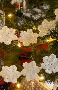 Crochet Snowflake Garland and more festive and free crochet garland pattern links on mooglyblog.com