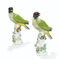 A PAIR OF MEISSEN PORCELAIN GREEN WOODPECKERS, 18TH CENTURY, CIRCA 1740