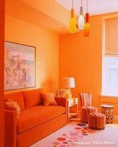 Sala con colores cálidos