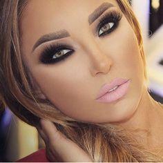 Beautiful Face Images, Pink Matte Lipstick, Flawless Makeup, Smokey Eye, Gorgeous Women, Cosmetic Bag, Septum Ring, Makeup Looks, Make Up