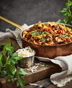 Bjud på vår lättlagade vegetariska bolognese med kantareller – den gör succé!