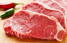 This Simple Method Guarantees a Crispy, Juicy Steak! There are tons of ways to cook steak, and naturally, everyone has their own personal favorite, either because they enjoy cooking it or they enjoy eating that particular Barbacoa, Stove Top Steak, Steak On The Stovetop, Steak Dinners For Two, Cooking Tips, Cooking Recipes, Healthy Cooking, Cooking Classes, Barbecue