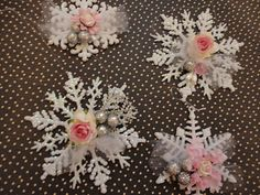 looking for stars like these any sugestiionl Pink Christmas Decorations, Diy Christmas Cards, Christmas Themes, Handmade Christmas, Christmas Tree Ornaments, Christmas Holidays, Quilted Ornaments, Paper Ornaments, Handmade Ornaments