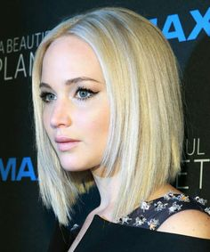 17 Of the Ideal Celebrity Inspired Bob Hairstyles for Women With Round Faces Jeniffer Lawrance, Medium Hair Styles, Curly Hair Styles, Blonder Bob, Corte Bob, Inspirational Celebrities, Hair Dos, Bob Hairstyles, New Hair
