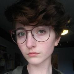 Image result for emmanoodle hair Pixie Hairstyles, Summer Hairstyles, My Chemical Romance, Cut My Hair, Hair Cuts, Pixie Wavy Hair, Pretty People, Beautiful People, Estilo Tomboy