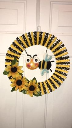 Halloween Mesh Wreaths, Easy Fall Wreaths, Christmas Mesh Wreaths, Door Wreaths, Christmas Crafts, Wreath Crafts, Wreath Ideas, Craft Stick Crafts, Lemon Crafts