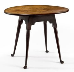 Queen Anne maple oval top tea table Probably Massachusetts, circa 1760 Private collection