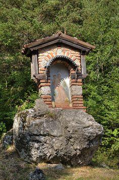 Santa nicchia, Tremosine, Lombardy, Italy