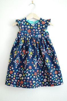 Sewing Dresses Geranium Dress pattern used Sewing Kids Clothes, Baby Sewing, Sewing For Kids, Diy Clothes, Fashion Clothes, Fashion Shoes, Little Girl Dresses, Girls Dresses, Baby Dresses