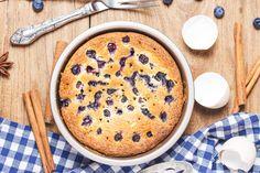 Magas, levegős, olajos piskóta citrommal és áfonyával: könnyed nyári finomság - Recept | Femina Baking Ingredients, Cookie Dough, Tiramisu, Pancakes, Cookies, Breakfast, Ethnic Recipes, Coffee Cake, Blueberry