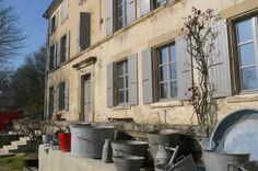bed & breakfast - Rhône-Alpes - A large house living up to its namein the Provencal Drôme region between Crest and Valence French Exterior, Charming House, Common Room, Mansions Homes, Summer Kitchen, Architectural Features, Large Homes, Bed And Breakfast, Provence