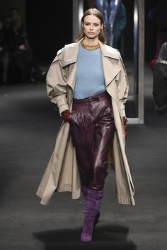 The complete Alberta Ferretti Fall 2018 Ready-to-Wear fashion show now on Vogue Runway. Autumn Fashion 2018, Fall Fashion Trends, Fashion Week, Runway Fashion, Alberta Ferretti, Fashion Show Collection, Vogue Paris, Fashion History, Ready To Wear