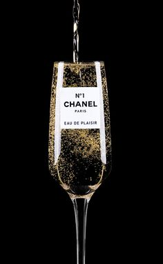 The amazing Clara Hallencreutz. Just discovered this artist. I LOVE 'Chanel Eau De Plaisir' by Clara Hallencreutz Mademoiselle Coco Chanel, Chance Chanel, Chanel Outfit, Chanel Fashion, In Vino Veritas, Chanel Paris, Classy And Fabulous, Chanel Couture, Belle Photo