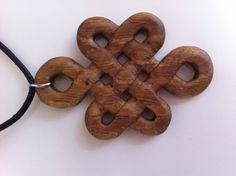 Un cadeau en amène un autre..... #wooden necklace