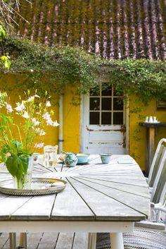 Keltainen talo rannalla: Valkoista, romanttista ja modernia