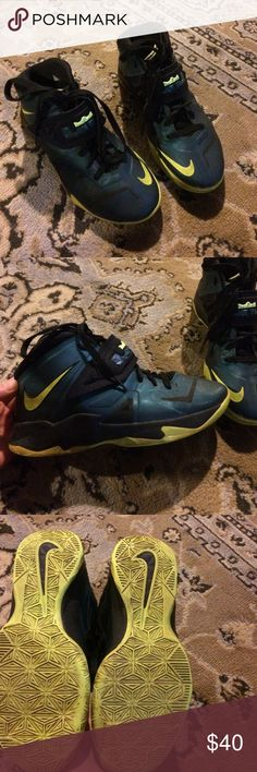 Youth nikes Nice pair of nikes in green,black and a neon greenish yellow in great shape size 6 youth Nike Shoes Sneakers