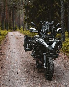 Bike Bmw, Honda Bikes, Bmw Motorcycles, Motorcycle Camping, Motorcycle Style, Moto Enduro, Gs 1200 Adventure, Dr 650, Captain America Wallpaper