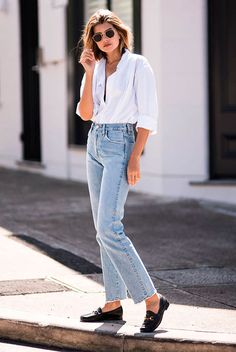 White oversized shirt, straight jeans, black loafers, round aviator sunglasses. Spring outfits, casual outfits, fashion trends 2018, casual outfits, simple outfits, comfy outfits #fashion2018 #casualstyle #springstyle #streetstyle #ootd #minimaliststyle #fashionblogger