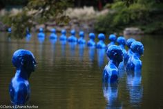 Argentinian artist Pedro Marzorati recently completed a poetic land-art installation in the center of Montsouris Park in Paris, which comments on the Land Art, Secondary School Art, Climate Change Policy, Paris Climate, Social Art, We Are The World, Film Books, Environmental Art, Blue Aesthetic