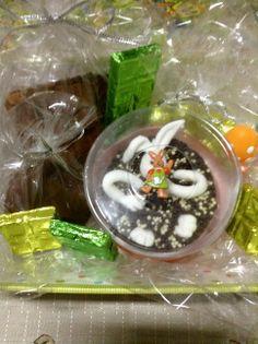 cesta verde pequena                                          Pão de mel (1unidade);Brownie (1 unidade ) ;8 bombons maciços ; Ofurô com coelho ( 1unidade ) ;Barra de chocolate 38 g ( 1unidade) ;Barra de chocolate 15g (1 unidade ); Barra de chocolate 23g    (2  unidades)  R$ 71,90 Chocolate Belga