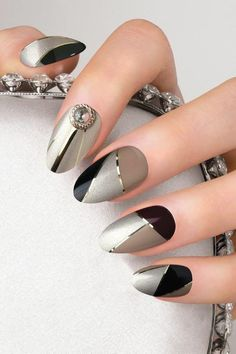 Geometric nail art designs look beautiful and chic on short and long nails. Geometric patterns in any fashion field are the style that fashionistas dream of. This pattern has been popular in nail art for a long time, because it is easy to create in n Elegant Nail Art, Beautiful Nail Art, Gorgeous Nails, Amazing Nails, Edgy Nail Art, Perfect Nails, Beautiful Pictures, Classy Nails, Trendy Nails