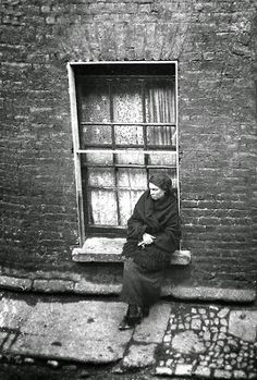Maggie Gorman sitting on her widow sill. Ireland Pictures, Images Of Ireland, Old Pictures, Old Photos, Irish People, Ireland Homes, Photo Engraving, Irish Eyes, Irish Celtic