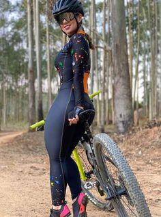 Curvy Women Fashion, Girl Fashion, Corpo Sexy, Cycling Girls, Beautiful Black Girl, Curvy Girl Outfits, Bicycle Girl, Biker Girl, Sexy Asian Girls