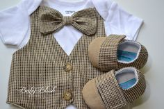 Brown Tan Vest Bow tie Baby Boy Outfit Photo by babyblushboutique Boys Fall Fashion, Baby Boy Fashion, Baby Fur Vest, Vest And Bow Tie, Bow Ties, Newborn Shoes, Baby Shoes, New Baby Boys, Baby Baby