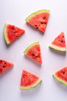 45 Healthy Snack Ideas To Lose Weight and Satisfy Your Cravings- A Healthy Snacks List Healthy Summer Snacks, Eating Watermelon, Watermelon Plant, Feta Salat, Can Dogs Eat, Purifier, Good Foods To Eat, Eat Fruit, Dog Eating