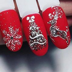Here is a tutorial for an interesting Christmas nail art Silver glitter on a white background – a very elegant idea to welcome Christmas with style Decoration in a light garland for your Christmas nails Materials and tools needed: base… Continue Reading → Xmas Nail Art, Holiday Nail Art, Xmas Nails, Christmas Nail Art Designs, Winter Nail Art, Winter Nail Designs, Red Nails, White Nails, Valentine Nails
