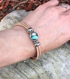Boho chic, natural leather, unique charm, Pearl and aventurine stone bracelet. Adjustable with chain. Boho Chic, Turquoise Bracelet, Bracelets, Etsy, Jewelry, Fashion, Natural Leather, Unique Jewelry, Stone