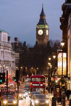 London, Big Ben & Trafalgar Square Trafalgar Square, Monuments, Travel Around The World, Around The Worlds, England And Scotland, London Life, London Travel, London England, Vacation Spots