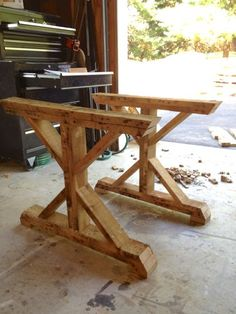 Fancy X Table from Pallets. $0. DIY @ www.tommyandellie.com