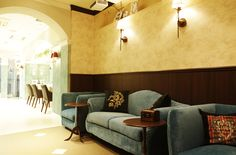Beauty Salon Design | antique bleu sofas + hair  + interior + designs + space + decor +Tokyo +Japan | Follow us on https://www.facebook.com/TracksGroup <<<【Lond ウェィティングエリア】アンティーク 美容室 内装