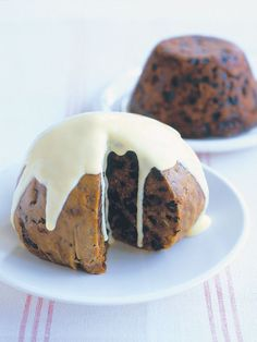 Are you looking for some easy Christmas pudding recipes to try this year? I have a collection of the best traditional English pudding recipes. Christmas Lunch, Christmas Cooking, Christmas Desserts, Christmas Treats, Aussie Christmas, Australian Christmas, Christmas Cakes, Christmas Goodies, Christmas Time
